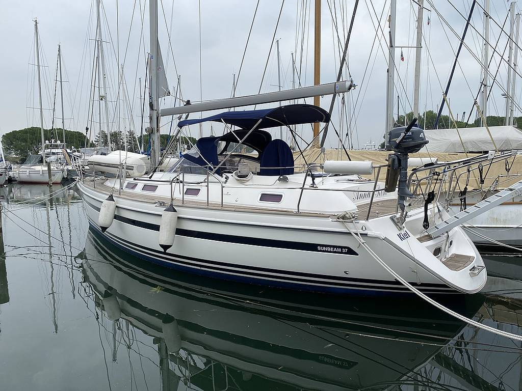 Exterior view of the Sunbeam 37