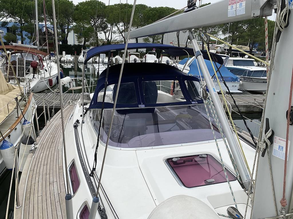 Sunbeam 37 in port - Sunbeam Yacht