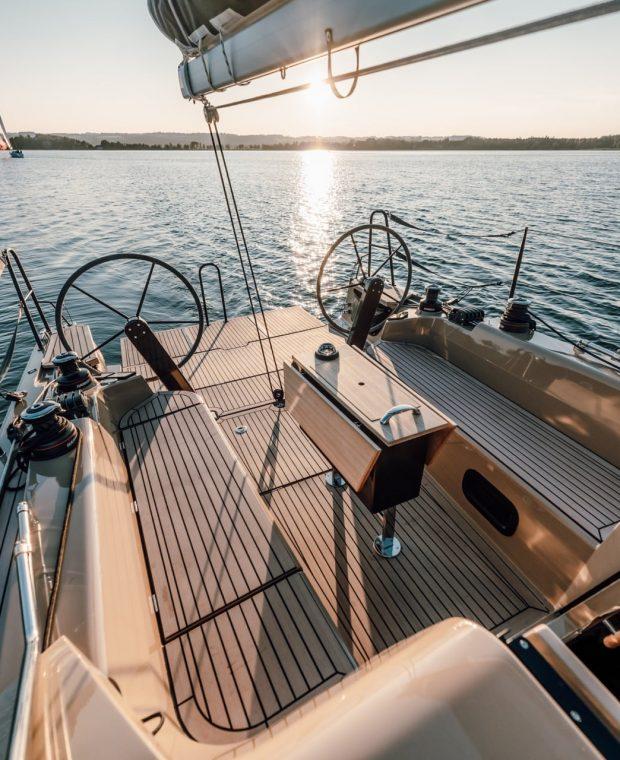 Sunbeam 32.1 Deck sunbathing area and seating area